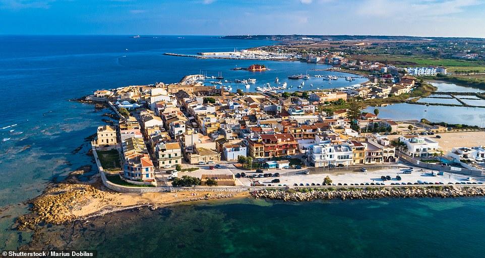 Marzamemi est une jolie ville balnéaire où vous trouverez une merveilleuse tonnara convertie, ou usine de thon
